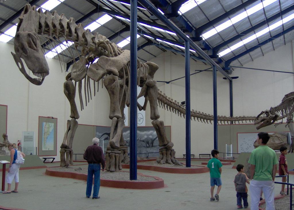 Argentinosaurus reconstruido en el Museo Carmen Funes (Neuquén).
