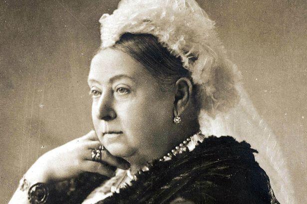 """""""No sólo no me duelen más los ovarios, sino que el té de las cinco te lo piso con unas masitas, unos profiteroles, y te pido que te fijes si quedó pizza de anoche, Robert"""" Queen Victoria, 1896"""